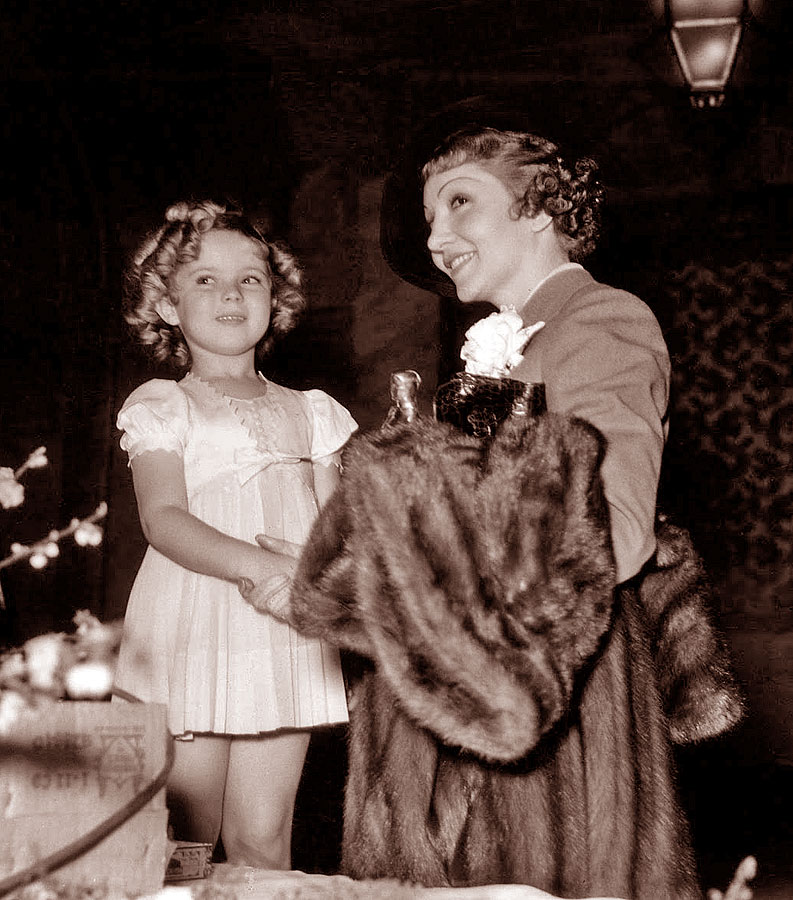Shirley Temple Claudette Colbert 1935 Oscars photo